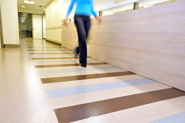 Pisos vin licos instalaci n y mantenimiento de pisos - Instalacion piso vinilico en rollo ...